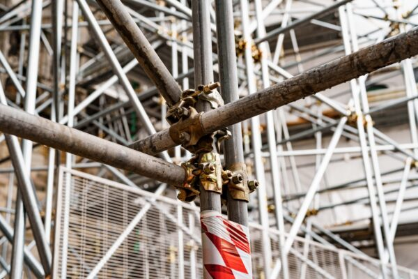 closeup-of-scaffolding-on-the-building-min